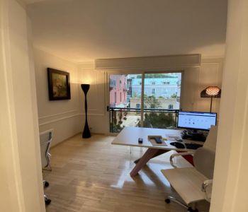 Studio rénové à usage mixte dans le Carré d'Or