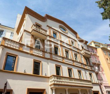 Private mansion ideally located between the Casino and the Larvo