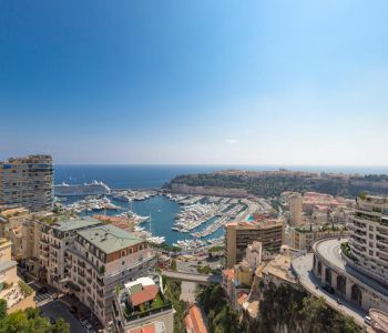 5-room penthouse with stunning port & sea views