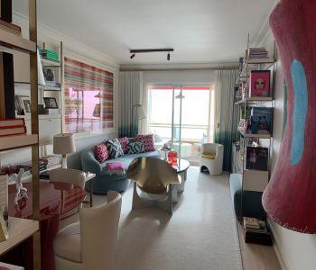 Spacious 3 bedroom flat on a high floor - stunning sea views