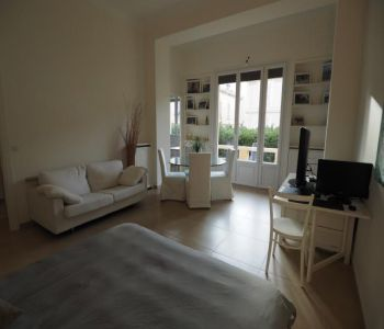 VERY LARGE STUDIO RENOVATED AND BRIGHT