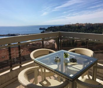 Spacious 2 bed flat in Harbour Lights Palace