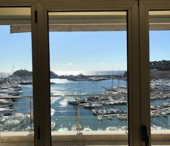 Bureau sur le port vue magnifique