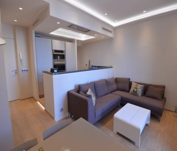 BEAUTIFUL 3 ROOMS -  GOLDEN SQUARE.
