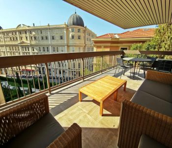 PARK PALACE - Bright corner studio with pleasant view