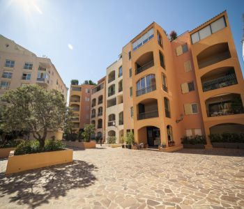FONTVIEILLE: 1 BEDROOM FLAT TO RENOVATE
