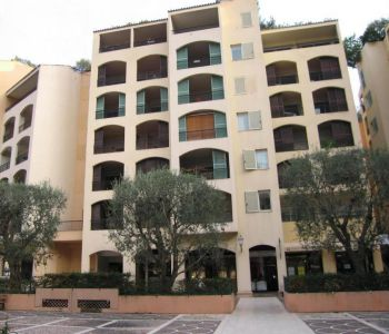 FONTVIEILLE DISTRICT - 1 bedroom flat in very good condition